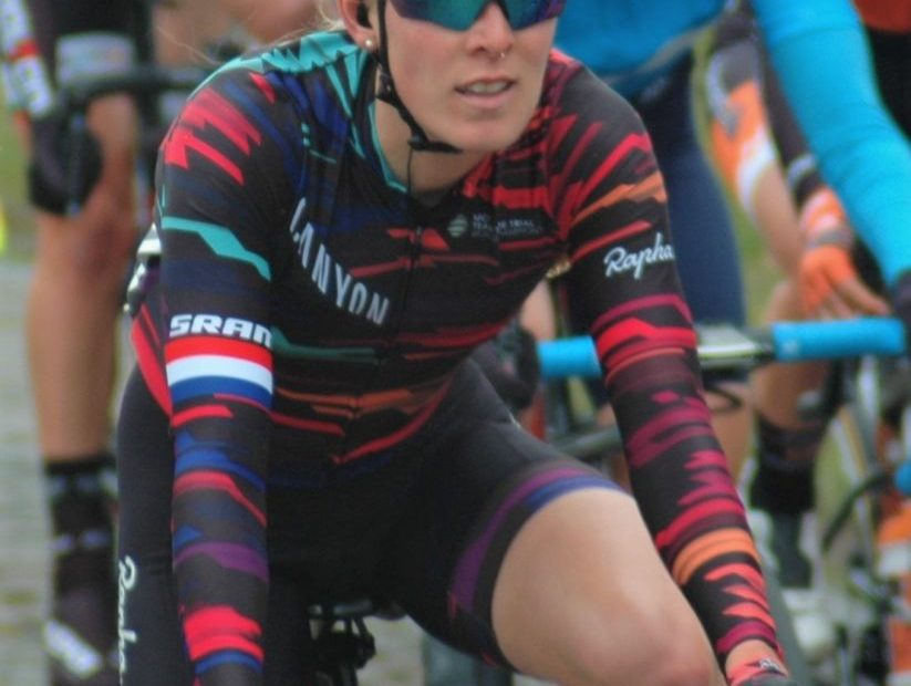 Hannah Barnes sprints to 2nd on stage 6