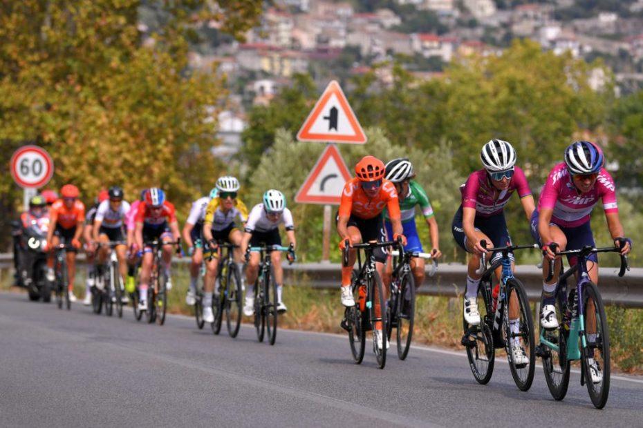 Giro Rosa: Lizzie Deignan sprints to third